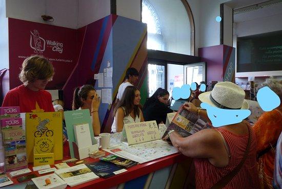 פיזה, איטליה: interno con personale