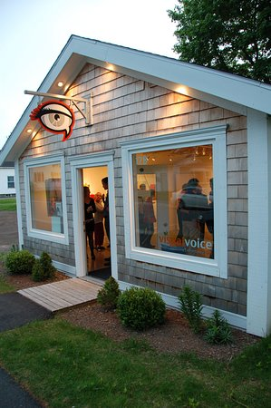 Truro, Canadá: Visual Voice Fine Art - gallery exterior