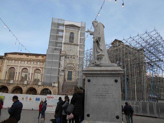 Statua Dedicata a San Benedetto Santo Patrono: piazza San Benedetto
