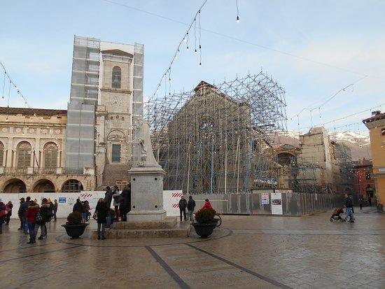 Statua Dedicata a San Benedetto Santo Patrono: Norcia