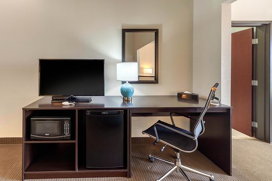 Norman, OK: King Suite with pullout couch