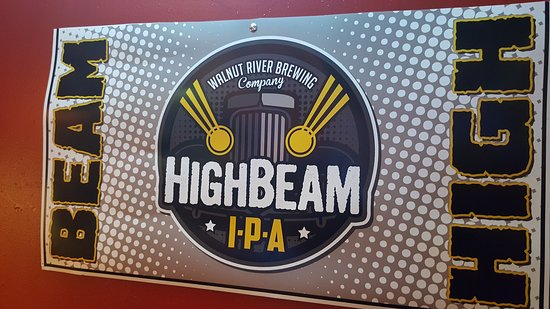 Newton, Канзас: High Beam sign (local brew)
