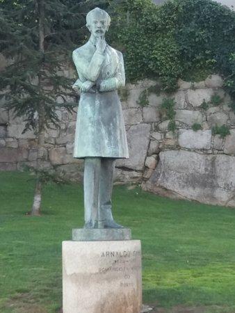 Estatua de Arnaldo Gama