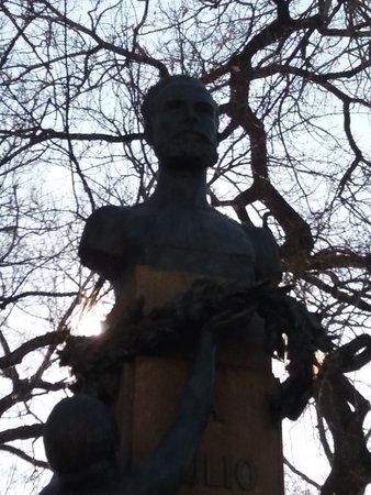 Monumento a Julio Dinis