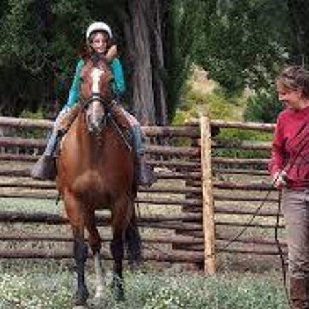 El Hoyo, Argentina: Clases de andar en caballo para chicos  y grandes