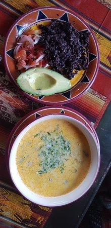 Lasso, الإكوادور: Yahuarlocro. Sopa de papa con sangre cocinada, un clasico de nuestro restaurante, insuperable. Potato soup with cooked blood, a classic of our restaurant, unsurpassed 