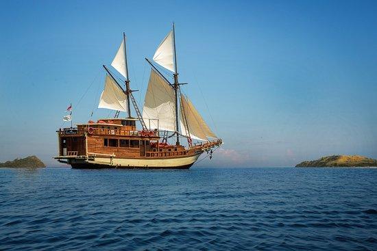 Plataran Private Cruises