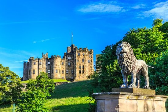 Alnwick Castle and the Scottish...