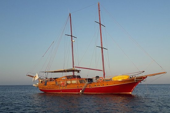 Private sailing yacht cruise for max...