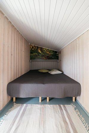 Alapitka, Finnland: Turo-mökin makuuhuone. Vuoteet voi sijoittaa myös erilleen.