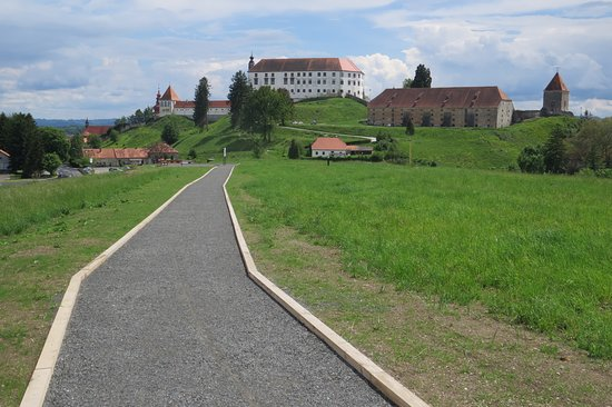 This perfect spot to get away from the hustle and bustle of the city is located just a stone's throw away from the old town center. Walking paths and descriptions will guide you past the archaeological treasures of the mighty ancient Poetovio, hidden at the bottom of the hill. You will also be rewarded with picturesque views of the Ptuj Castle.