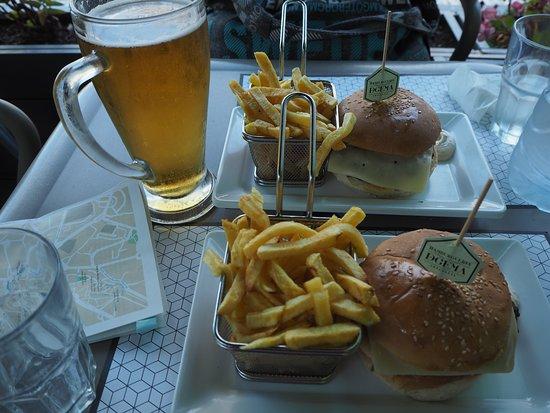 DeGema Hamburgueria Artesanal (Braga - Lamaçães): 햄버거와 맥주!! 근데 감자칩은 눅눅해요