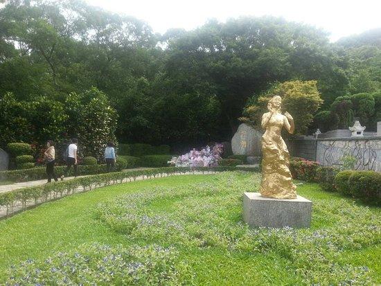 Teresa Teng Memorial Park: Teresa Teng's Memorial Park