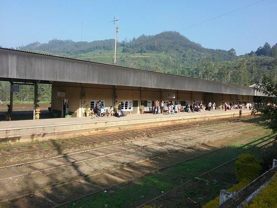 Nanu Oya, Sri Lanka: Railway Platform