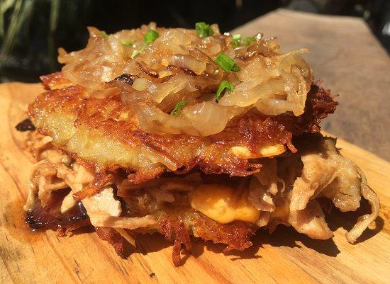 Επαρχία Σιχάνουκβιλ, Καμπότζη: Braise-Moi! Special Sandwich... Pulled pork, candied bacon, Cheddar cheese between 2 layers of homemade hash brown. Topped with caramelized onions...