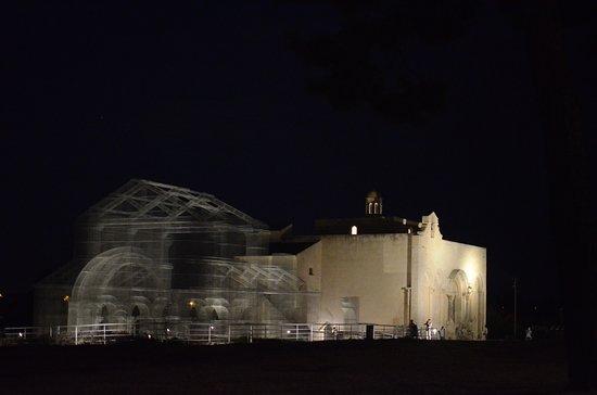 Siponto, Italie : Il complesso dopo il tramonto