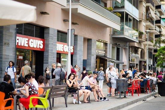 imagen Five Guys - Sagrada Familia en Barcelona