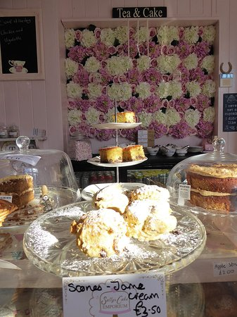 Otford, UK: Deciding what to have at the counter