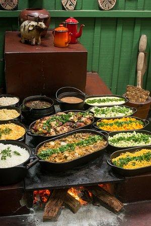 Estancia Mimosa Ecoturismo: Almoço regional preparado no fogão a lenha! Foto: Thyago Sabino
