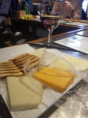 Owenton, KY: Cheese platter and wine!