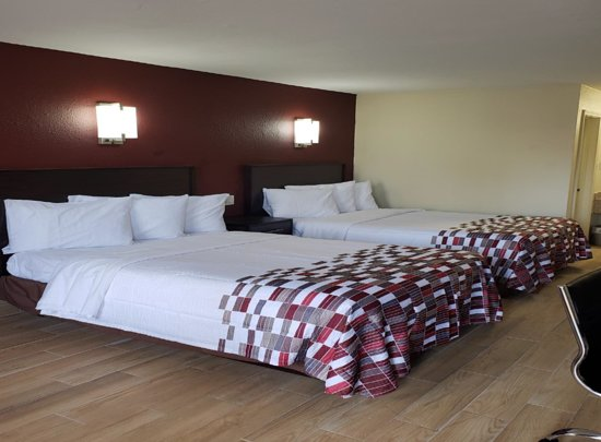 Harvey, Louisiane : Newly renovated two beds with new furniture/ floor /clean bathroom, fresh linen & free Wi-Fi to all rooms. *** Microwave & fridge