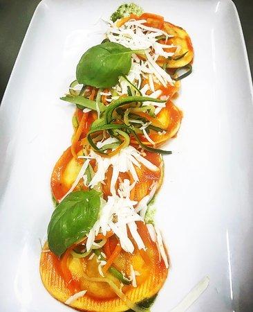 Gusti Proibiti:  🍝 Ravioli di melanzane 🍆 e scamorza affumicata con cacioricotta e julienne di verdure 🥕🥒