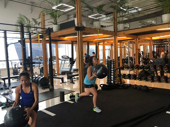 CrossFit Bangkok (CFBK) - Personal trainers, coaches at Aspire Bangkok. Phromphong BTS, Metropolis Building, 8th Floor.  https://theaspireclub.com/21-day-challenge/
