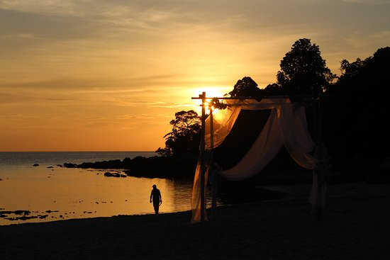 Ko Adang, Thailand: Sunset view in front of the resort