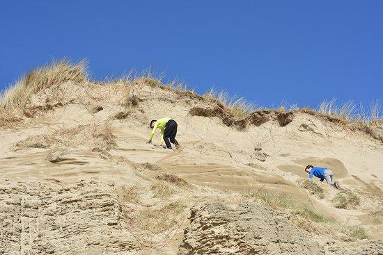 Barleycove Beach: Climbing the dunes