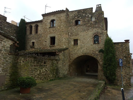 Monells, Spain: Entrada al casco medieval