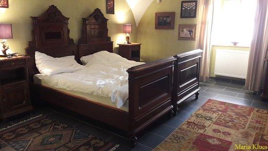 Mad, Венгрия: Csodarabbik Útja Fogadó hálószoba. A régi ágyban új, kényelmes matracok.