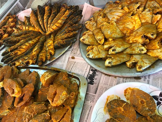 Saint Martin's Island, Bangladesch: The fresh fish at the front of the restaurant who choose from