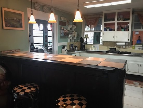 Retro Kitchen and Bar