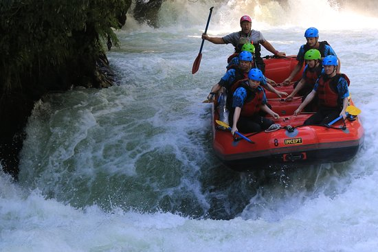 Hamurana, Selandia Baru: Going over a waterfall