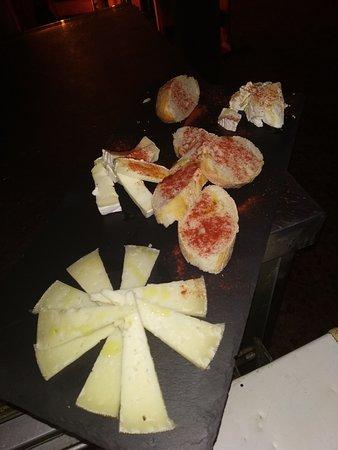 Tabla de quesos variados
