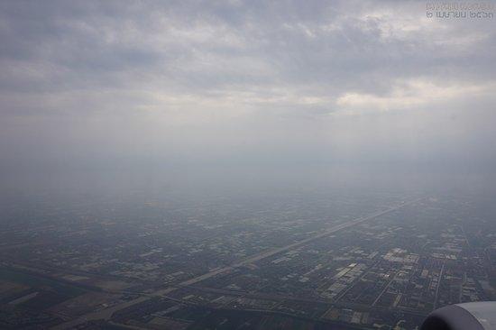 Shanghai Airlines: 푸동 공항을 떠날 때 보이는 주위 모습