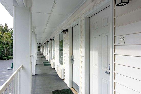 Thomaston, GA: Exterior corridors