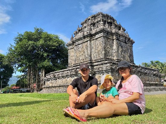 Mendut, Indonesien: Thanks to Mr. Allen   Thanks to Mr. Allen family It was beautiful day.
