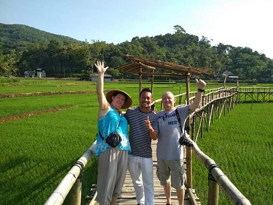 Imogiri, Indonesien: We are in actions. , happy planting ricefield. Thanks om rob and tante. Wonderful day