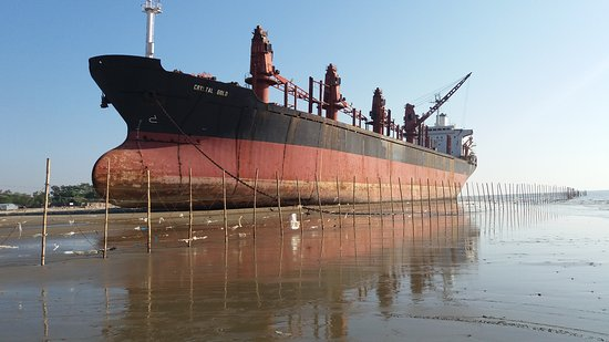 Chittagong City, Bangladesh: A nice ship on place of beach makes much attractive and takes more attraction of tourist.