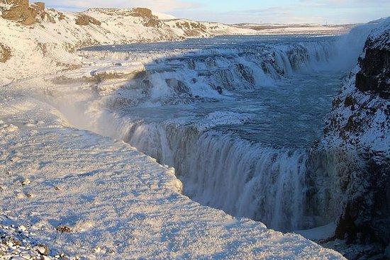 氷河とオーロラ:冬のアイスランド周辺