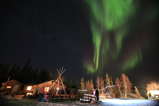 Yellowknife Northern Lights Tour 4...