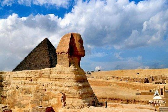 Excursão do Layover do Cairo às pirâmides, ao Cairo cóptico e ao bazar de Khan Khalili: Cairo Layover Tour to Pyramids, Coptic Cairo and Khan Khalili Bazaar