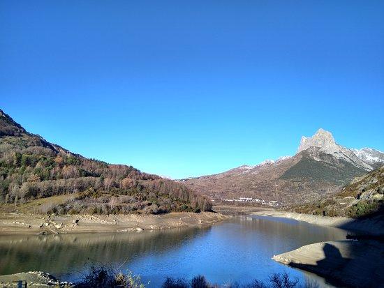 Lanuza, Испания: Espectacular vista desde el balcón de la habitación