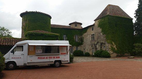 Chalmazel, França: camion en place pour brunch de mariage,n'hesitez pas a nous appeler.