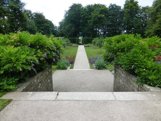 Drewsteignton, UK: gardens