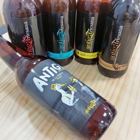 Tenemos una veintena de cervezas artesanas para que elijas a tu gusto.
