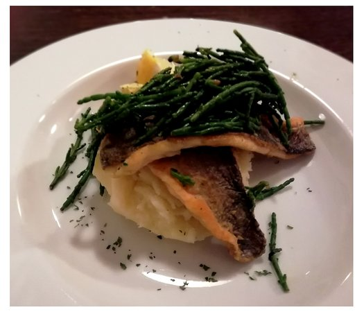Garlieston, UK: Pan fried Sea Bass with Garlic creamy potatoes and Fresh Samphire served with a piece of lemon and Parsley Butter.  Absolutely beautiful