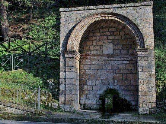Civitella del Tronto, إيطاليا: La Fontana degli amanti