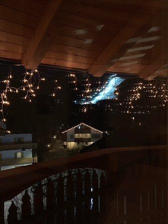 vista da suite della pista Aloch in notturna